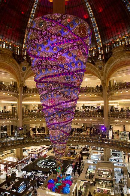 Shooting Christmas decorations in Paris - Paris Photo Tours